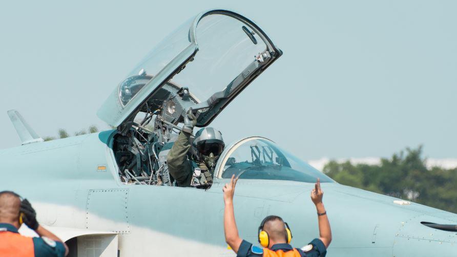 salaris f16-piloot